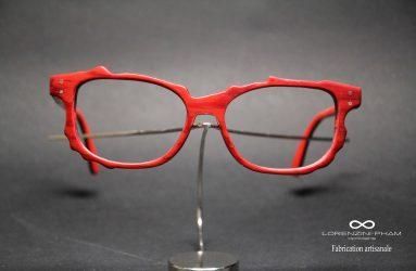 Monture femme rouge asymétrique effet bois
