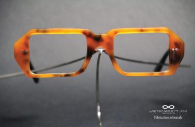 Monture écaille avec les verres de formes carrées - Rivets